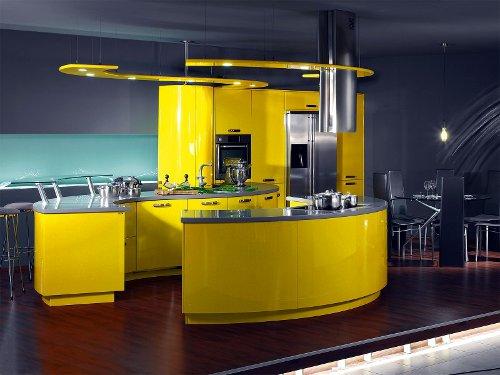 Cozinha moderna conjugando o amarelo com o inox