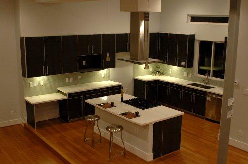 Cozinha moderna com piso flutuante