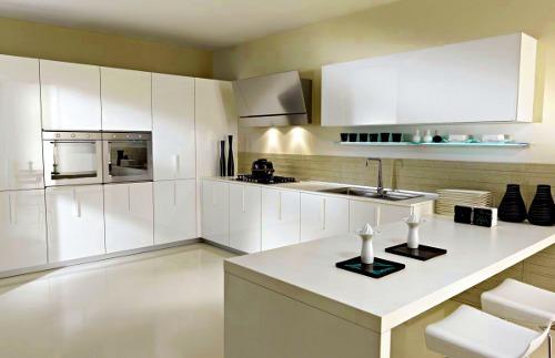 Cozinha moderna em cores brancas
