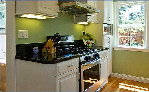 Cozinhas verdes for Small fitted kitchen ideas