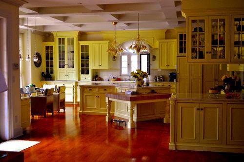 Cozinha amarela, estilo r�stico